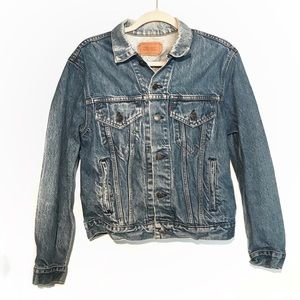 Vintage Levi's light wash trucker jean jacket